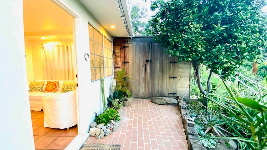 Magical Artist Beautiful 1 Bedroom Topanga Escape