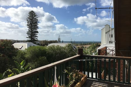 Ocean View from Twin Peaks Town House - North Fremantle