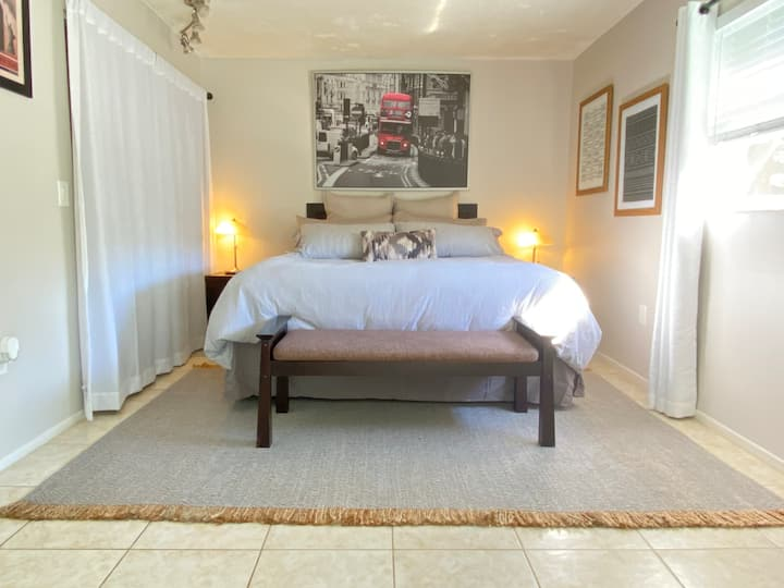 Remodeled King Room Close To Clearwater Beach