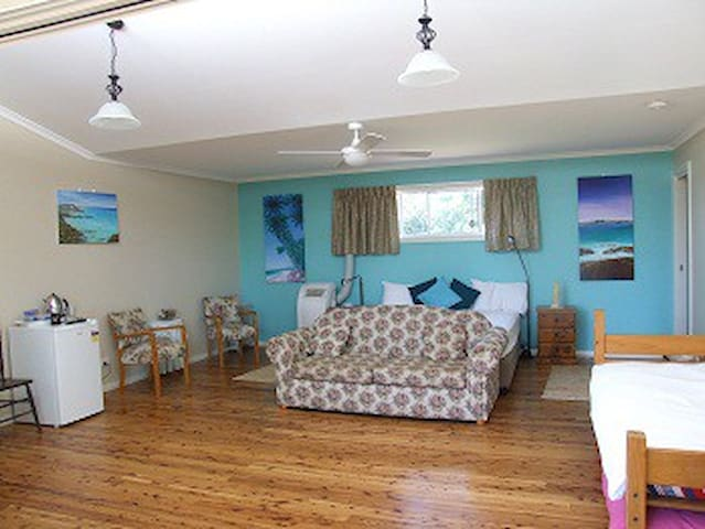 Aqua Studio at Bulwarra Bed & Breakfast