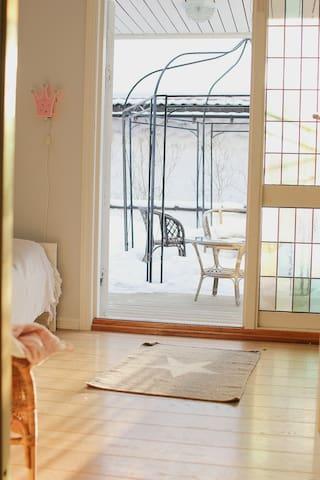 Cozy bedroom in quiet area close to nature/fiord