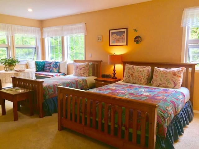 Queen room w/Jacuzzi & Breakfast 1min walkto beach
