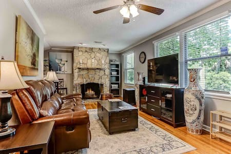 Superhost 5 Star 4BR Home ** Family/Groups/Work**