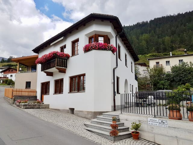 Komfortable Wohnung in Ramosch Unterengadin