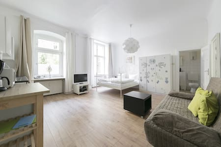 primeflats - Cozy Apartment in Charlottenburg between Charlottenburg Palace & German Opera House