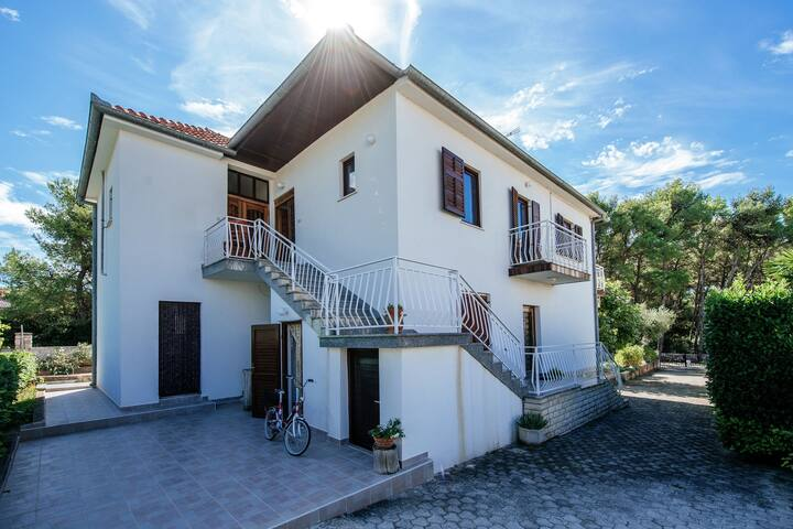 Sun Filled Apartment in Pakostane Dalmatia with Garden