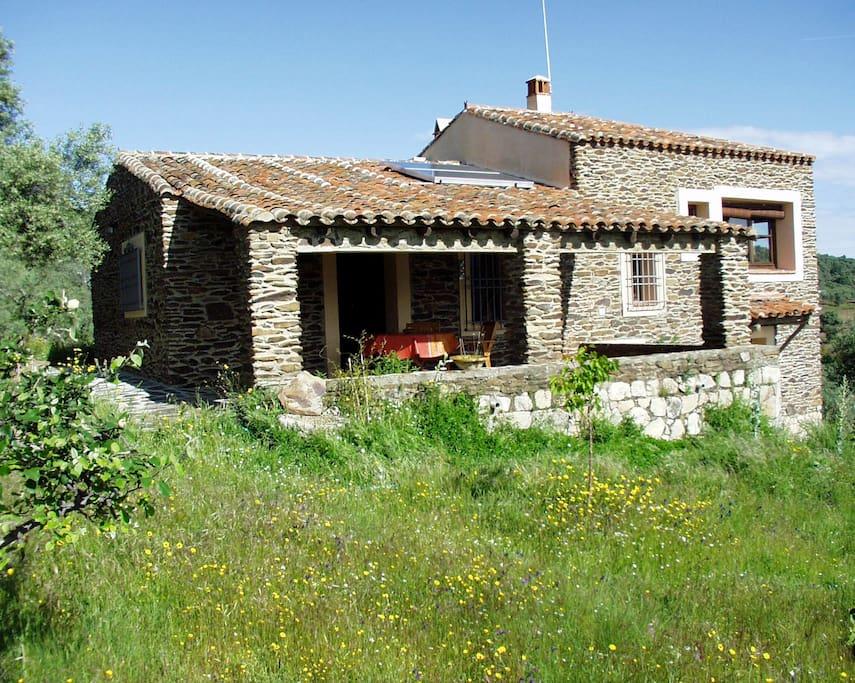 A perfect property for nature lovers who want an idyllic location - Freisetehendes Haus auf abgeschlossenem Grundstück