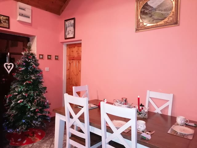 Cosy 5* Sheep Farm Cottage on the Ring of Kerry