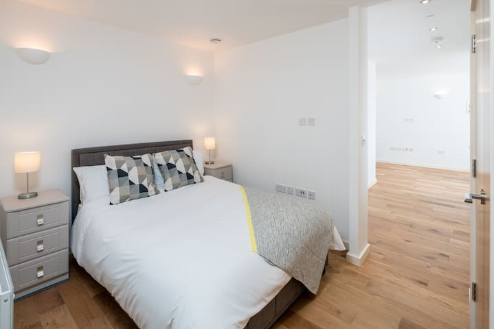 Stylish Modern 1bed flat in Sunbury