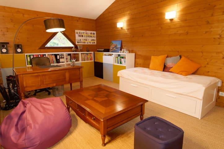 Mezzanine : Bureau et canapé-lit (2 places)