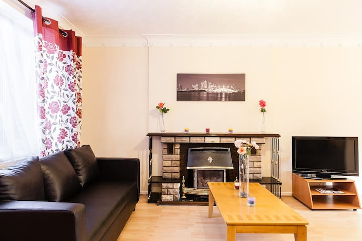 Spacious & Modern 3 Double Bedrooms House