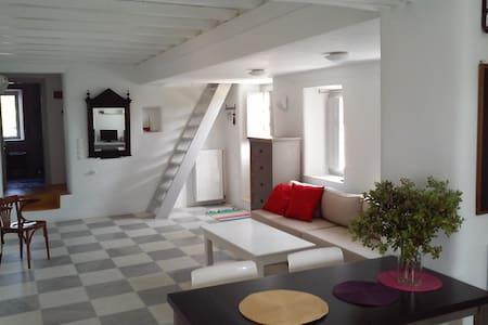 Πέτρινο σπίτι στην εξοχή της Νάουσας Πάρου - Haus