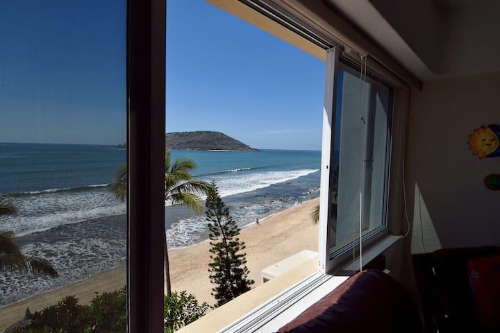 Ocean-side two-floor apartment - Mazatlán