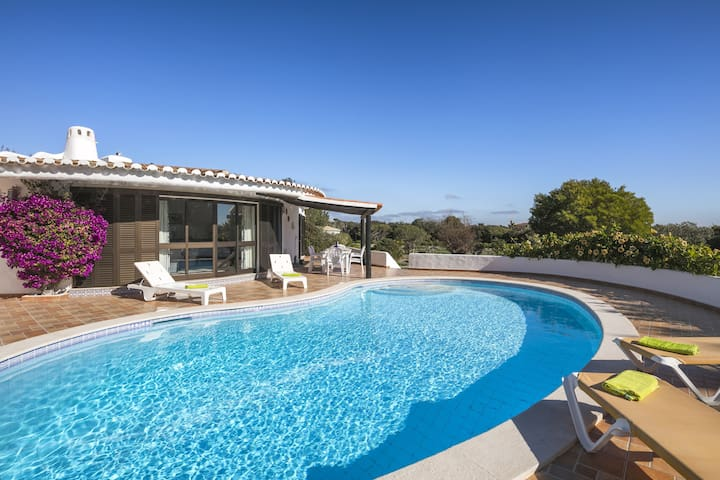 Fabulous villa, short walk from Marinha beach!