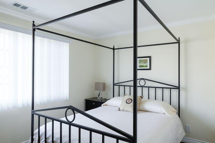 Nice Modern Room & Private Bath - Gardena - Hus