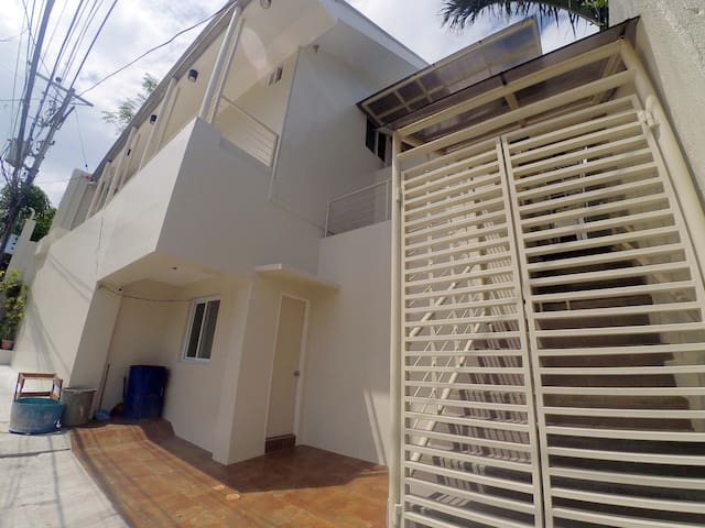 Subdivision beside USC-TC, Aircon Bedroom &Wifi #2 - PH - Appartement