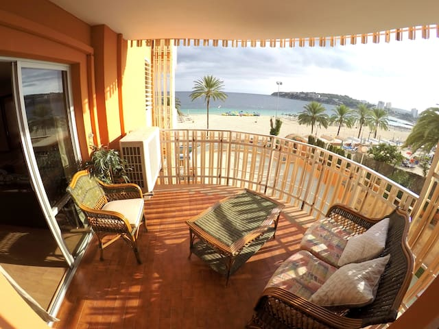 1º line large apartment on the beach with seaviews - Calvià - Apartemen