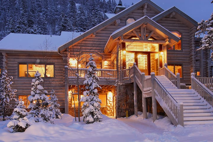 Little Mountain Lodge - 13 BR/12.5 Bth - sleeps 31