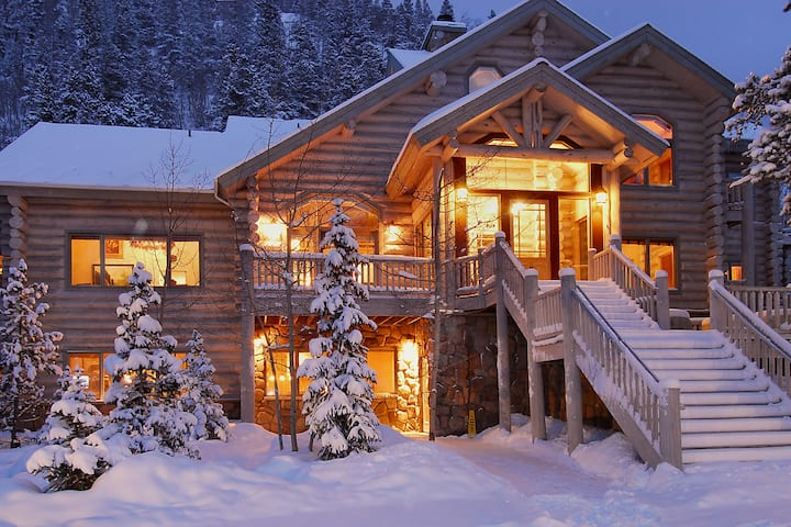Little Mountain Lodge - 13 BR/12.5 Bth - sleeps 31