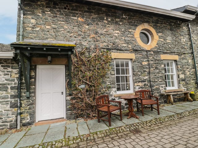 THE HAYLOFT, country holiday cottage in Keswick, Ref 972331