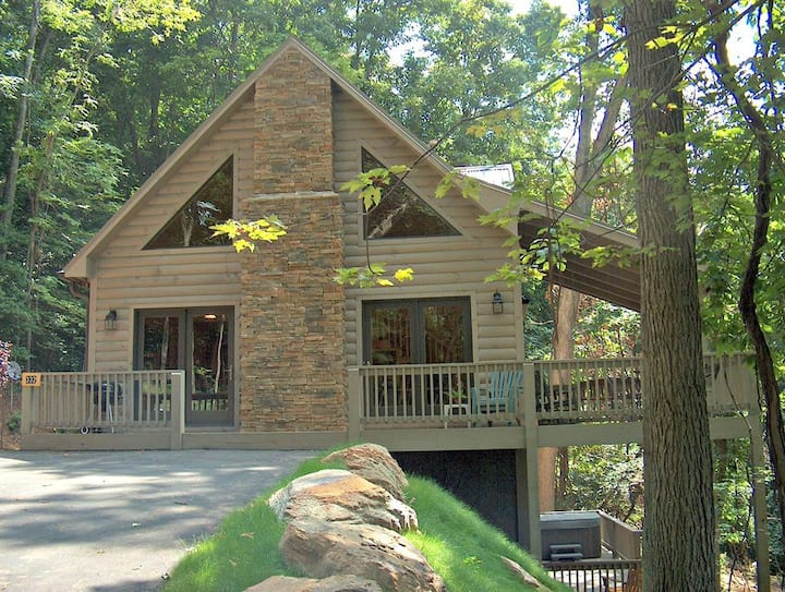 Indian Cove-Hot Tub, Pool Table, Pet Friendly, WIFI, Outdoor fireplace, Indoor Gas fireplace