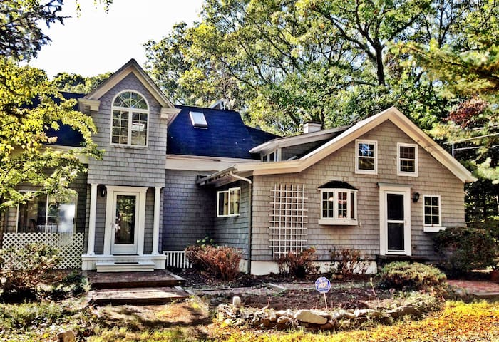 Large, Comfortable Colonial - Bellport - Hus