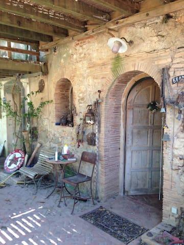 Chambre dans Mas du 16ème siècle isolé - Salses-le-Château - Ev