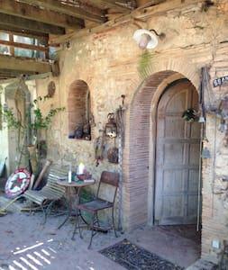 Chambre dans Mas du 16ème siècle isolé - Salses-le-Château - Hus
