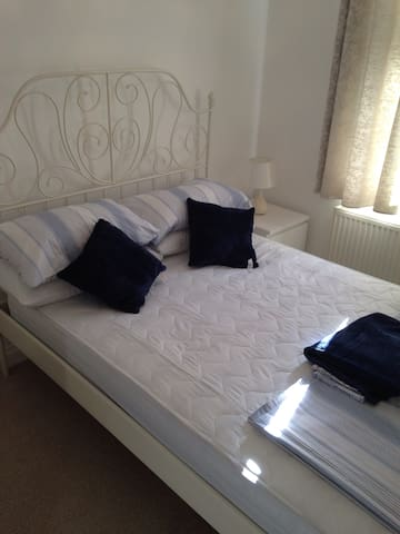 Cardiff 2 bed flat/ apartment