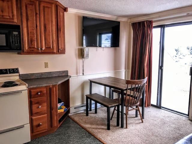 """Bench-style dining for 5 - 50"""" 4K Smart TV mounted on wall!!"""