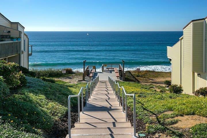 Private Beach Access (Modern Townhome)