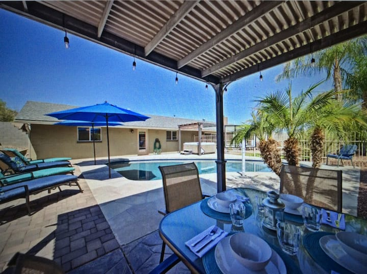Mountain View Escape w/ Heated Pool +Fire Pit!