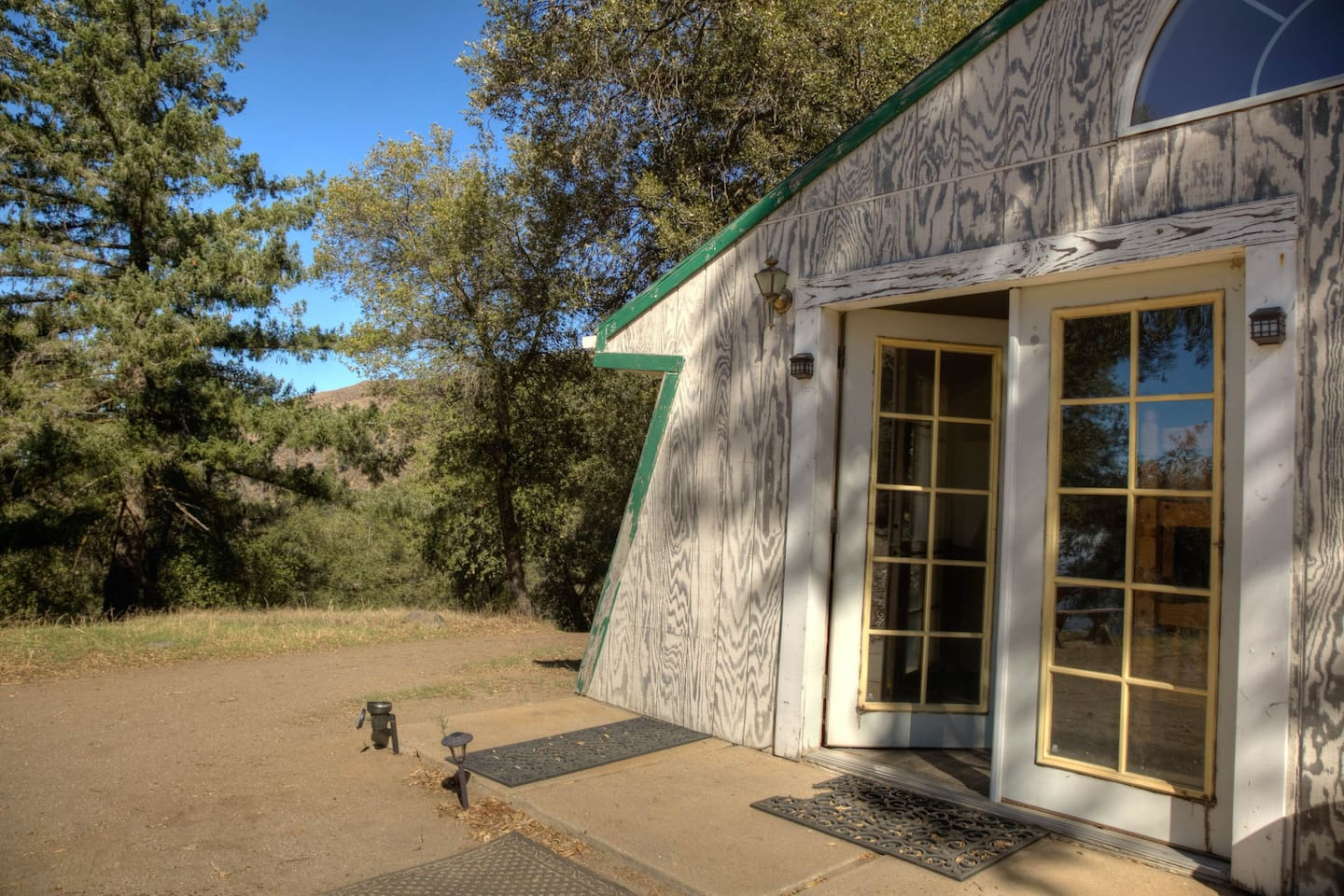Bunkhouse with 7 bunks, 2 toilets and 3 showers