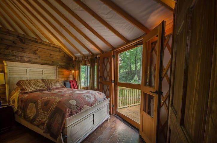 Master Bedroom-queen bed-private balcony