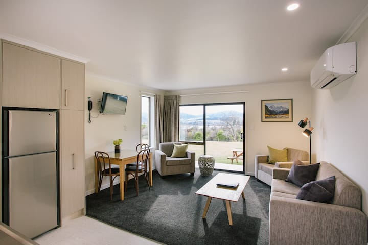 Serviced apartment with free Wi-Fi sleeps 3