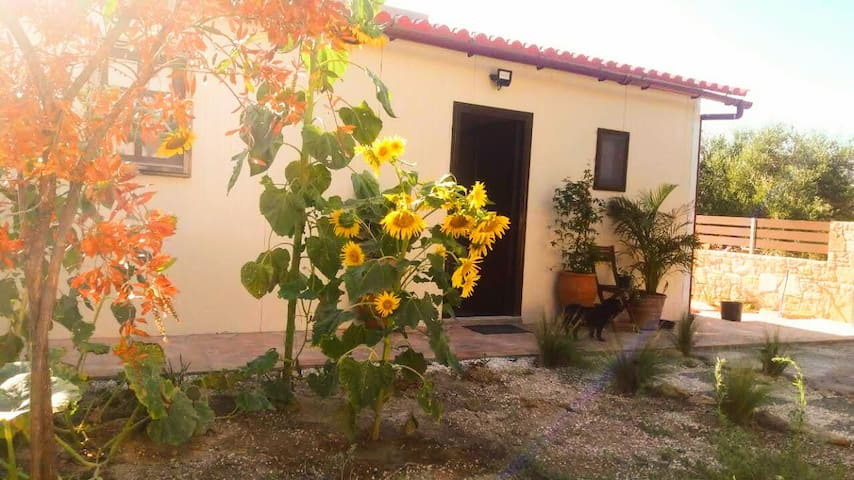 Little house in the olive-grove, 5min to the beach