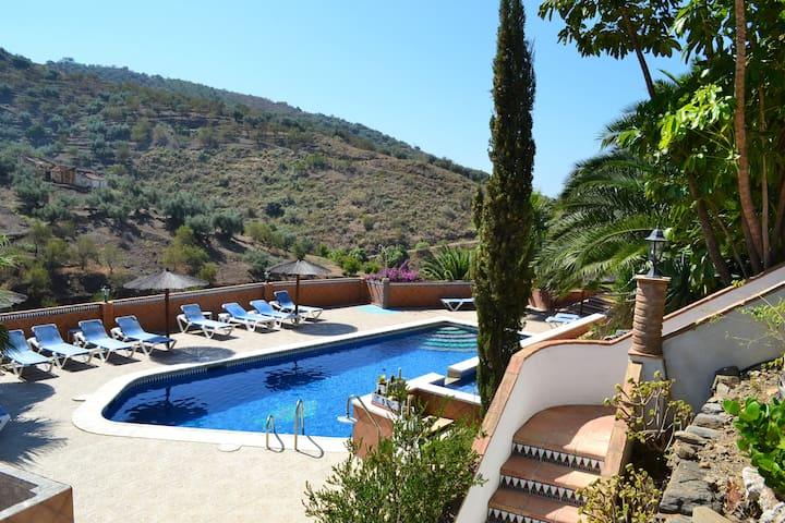 Apartment for 4-6 persons, with swimming pool
