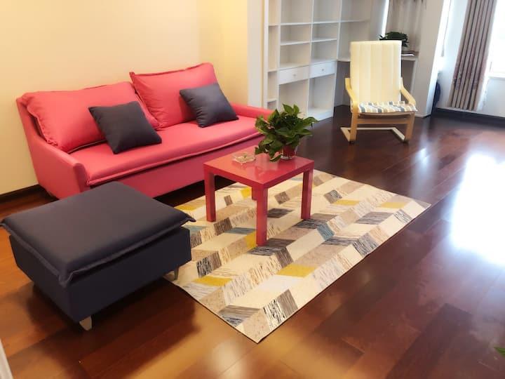 徐州奥体中心大龙湖景区,现代简约复式风格,家庭公寓