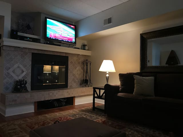 Living with large screen television. We have 1Gbps internet to stream movies from your favorite streaming services.