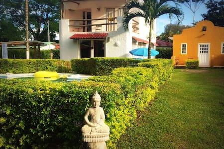 Casas tipo Mediterraneo con piscina - House