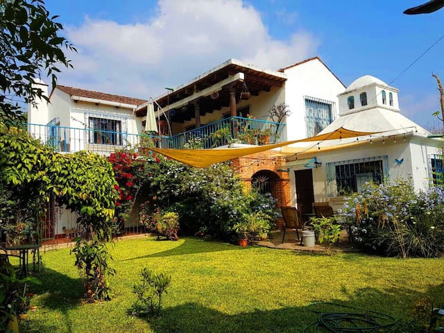 Amazing and spacious house with lovely garden!! - Antigua Guatemala - House