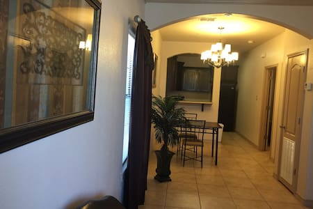 Private Condo - Perfect for Extended Stays - Laredo - Apartment