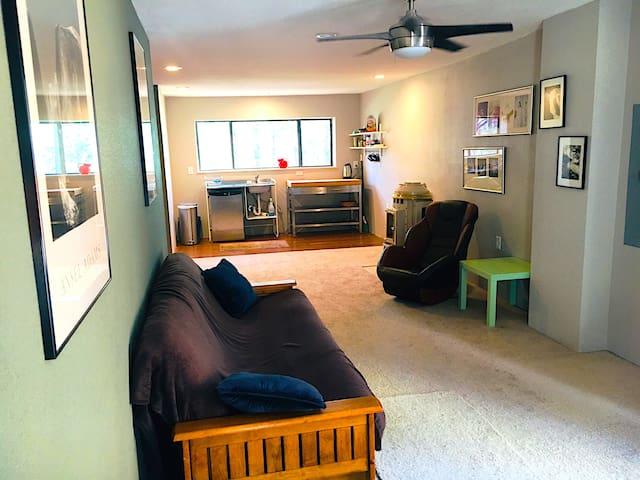 Cozy Guest Suite in the Pine Trees - Studio Apt