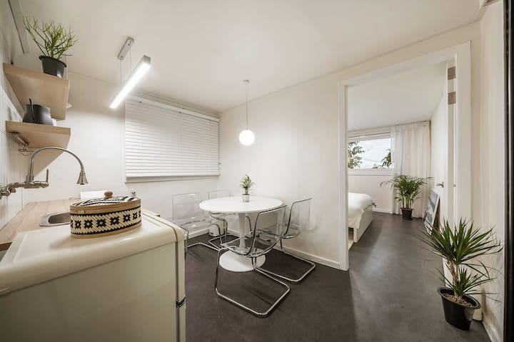 Crisp and Clean 2BR House in Historic Dongdaemun