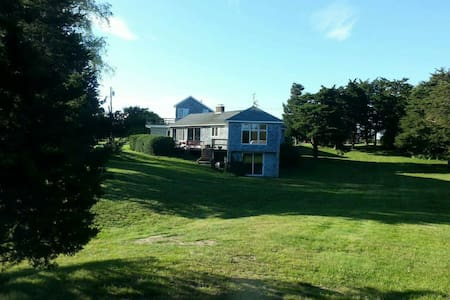 Beautiful quiet home on salt pond - Charlestown - Haus