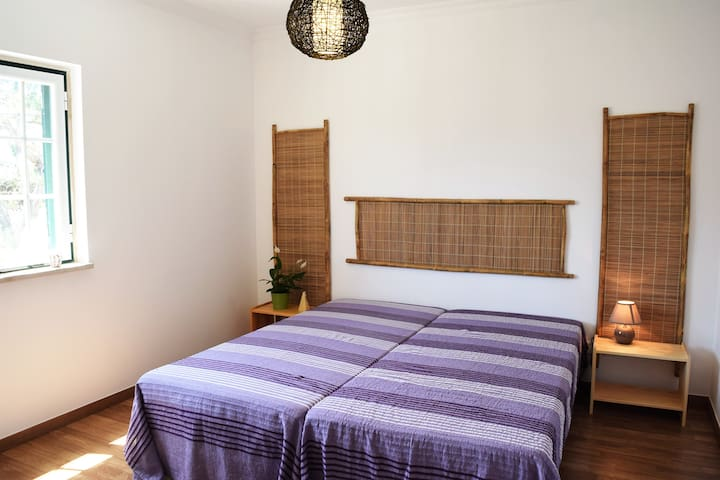 Double bedroom close to the beach - Encarnação - Bed & Breakfast