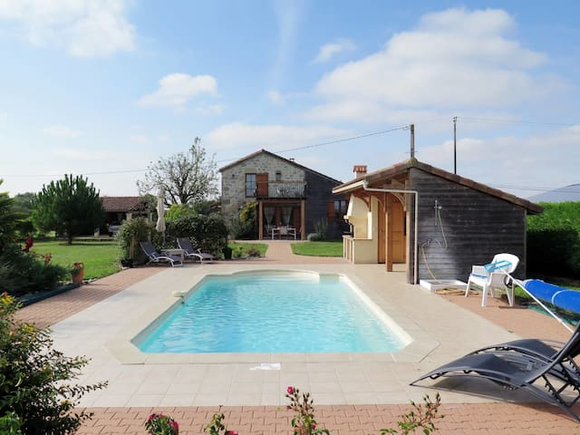 Lovely stone house with pool, bbq and relaxing views, surrounded by fruit trees and fields
