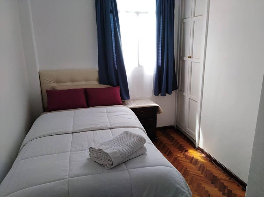 Habitación individual con cama 1 plaza y media