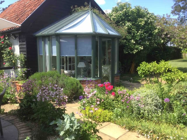 Garden Annexe, idyllic location, Snape, Suffolk.
