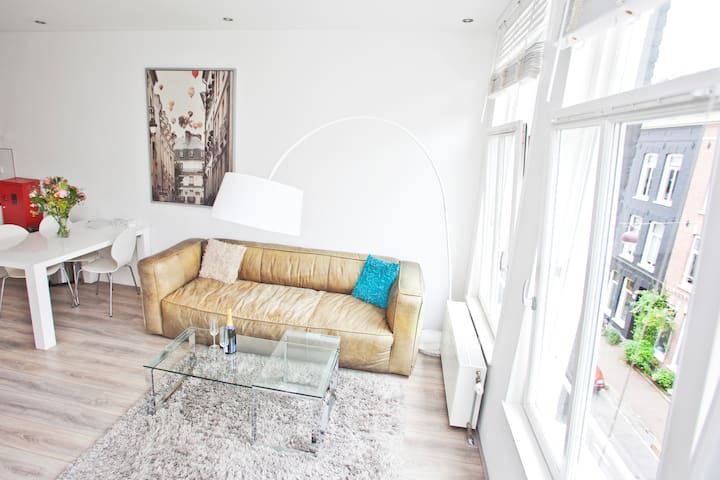 Modernly furnished apartment + great location